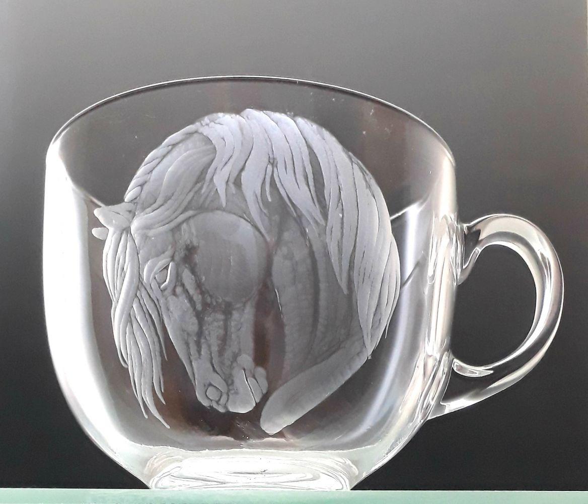 hrnek skleněný na čaj 550ml s rytinou koně, možnost jména na přání