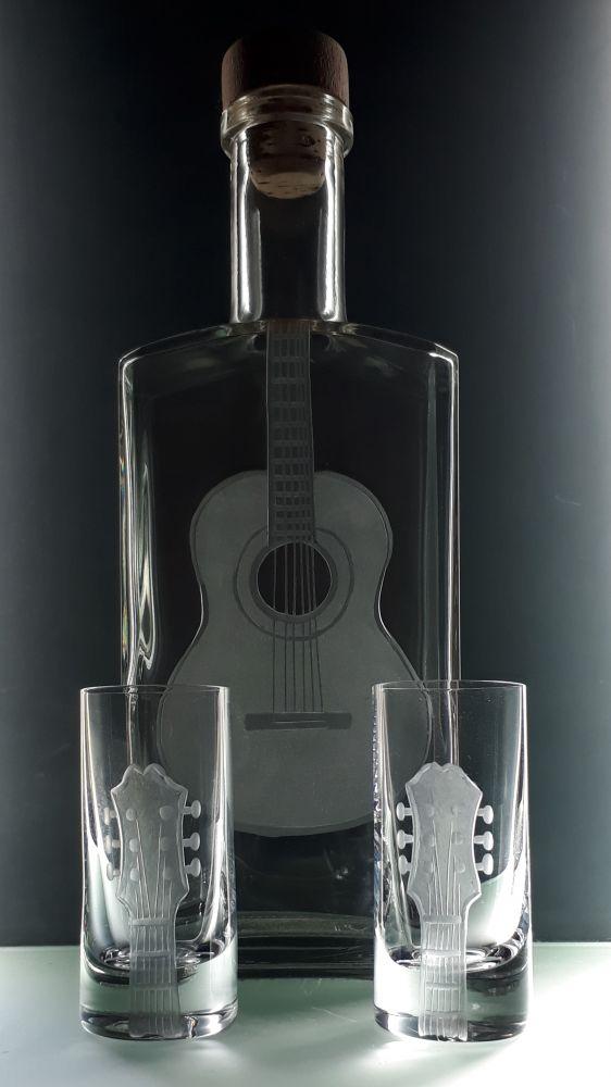 lahev na kořalku 0,5l s rytinou španělské kytary +2ks likér , možnost jména na přání