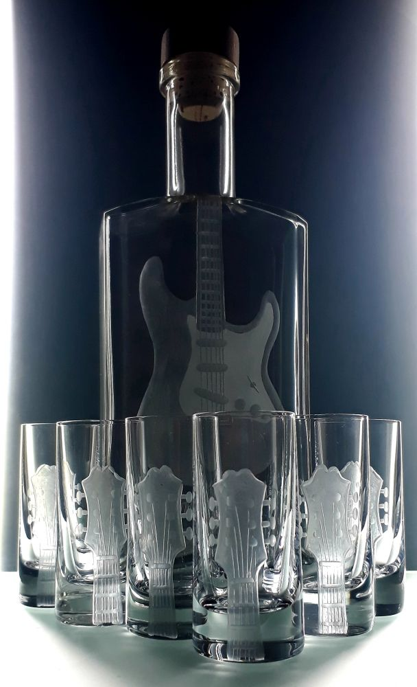 lahev na kořalku 0,5l s rytinou el. kytary Stratocaster + 6ks likér , možnost jména na přání