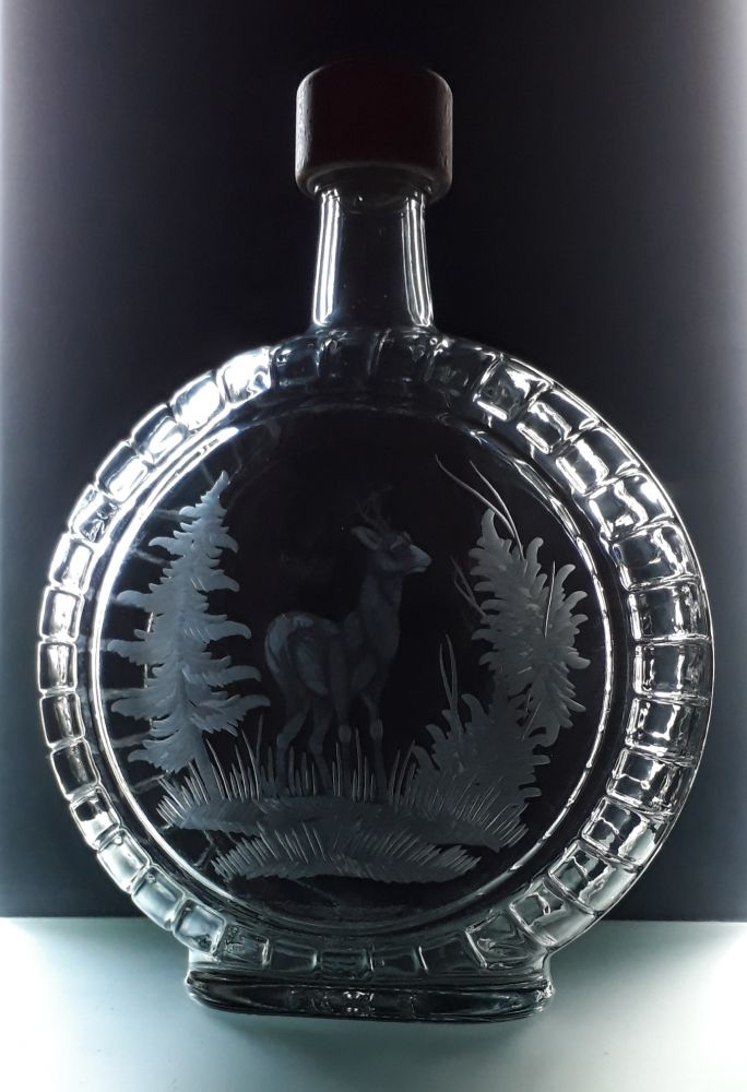 lahev na slivovici (pálenku) 0,7 s rytinou srnce , dárek pro dědečka
