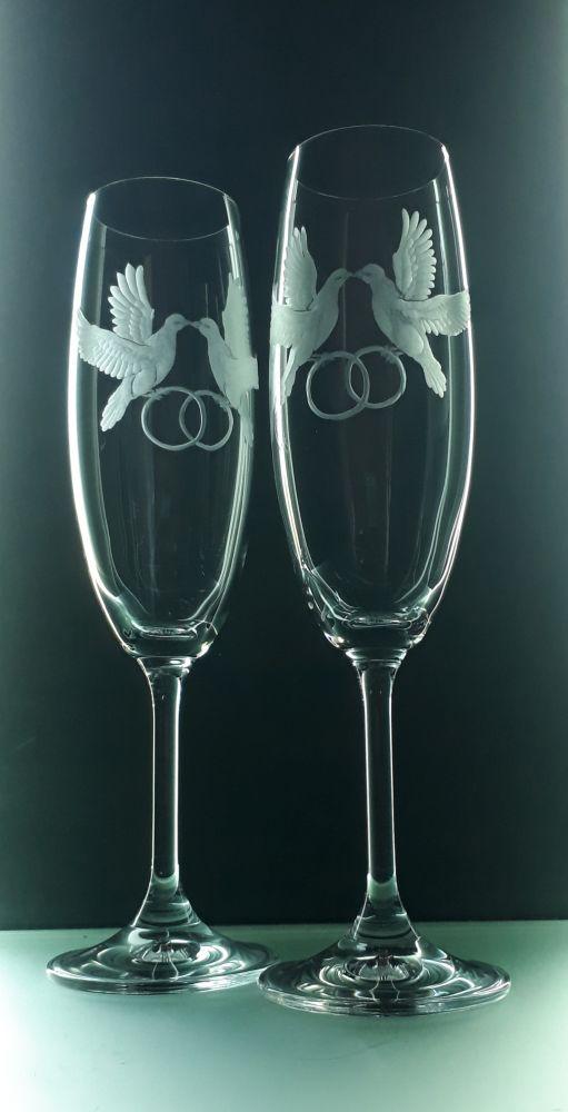 sklenice 2ks na sekt 220ml svatební holubičky , možnost jména a datumu na přání