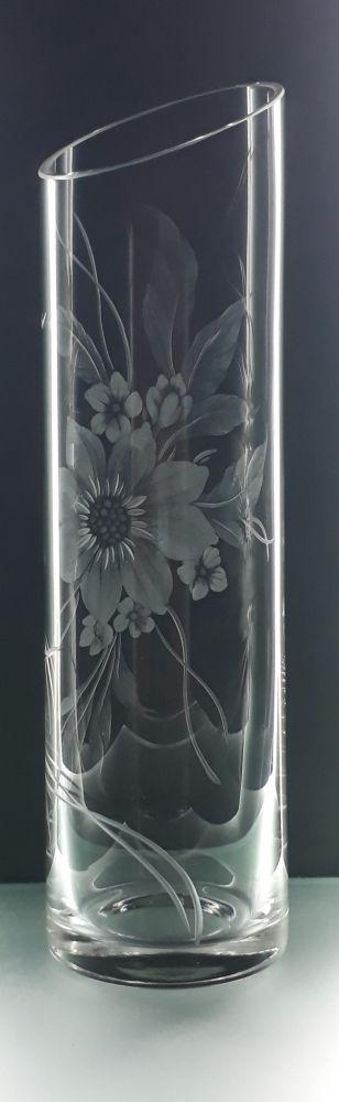 křišťálová váza šikmo seříznutá 26cm s rytinou květů, možnost jména na přání