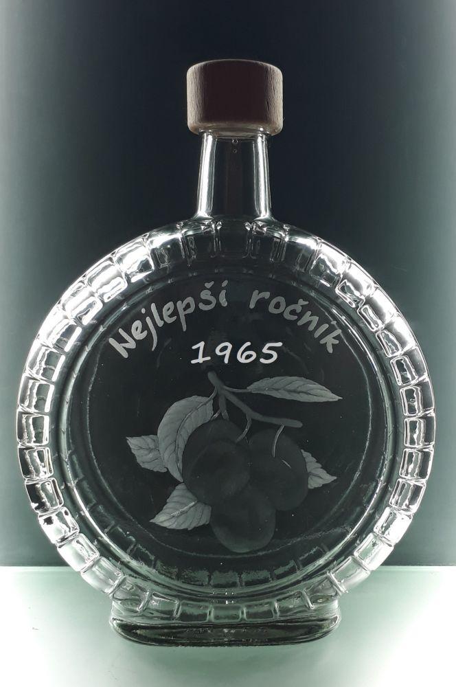 lahev na slivovici (pálenku) 0,7l s rytinou švestek , nejlepší ročník 1965 , možnost jména na přání