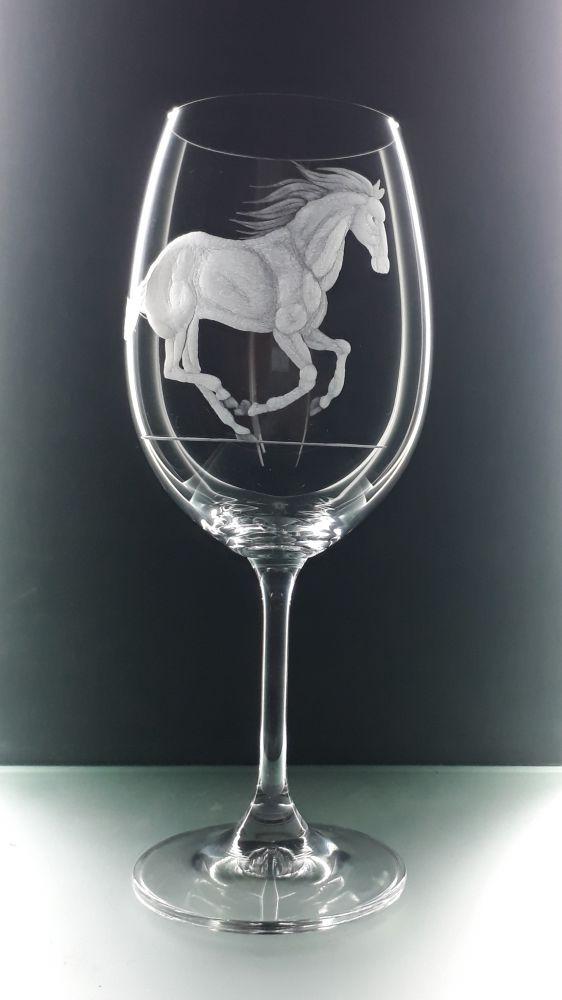 sklenice na víno 1ks Klara 450ml s rytinou koně, možnost jména na přání