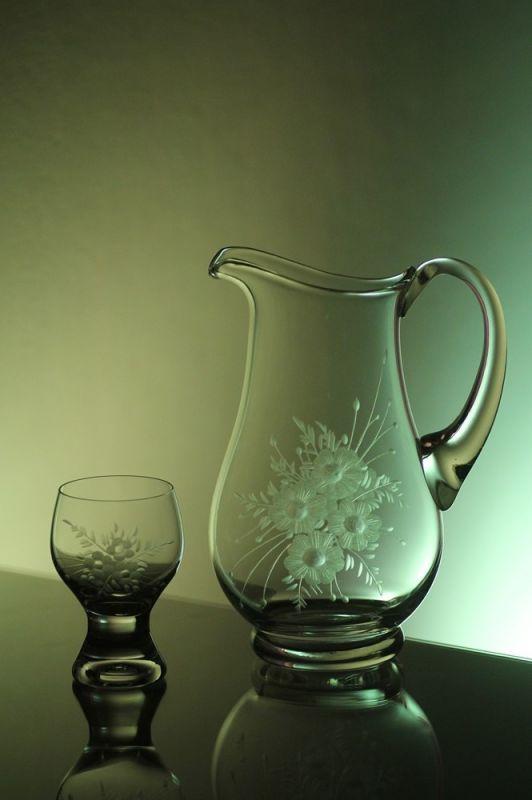 džbán 1,5l + skleničky 6 ks Gina 190 ml na víno s rytinou květin, možnost jména na přání