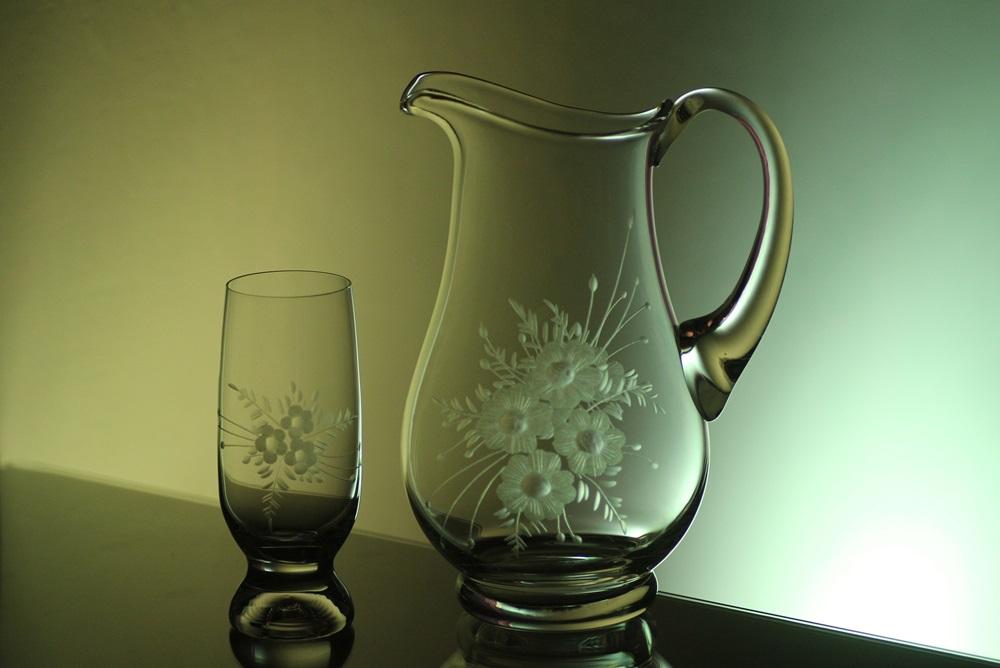 džbán 1,5l + sklenice 6 ks Gina 260 ml na pivo s rytinou květin, možnost jména na přání